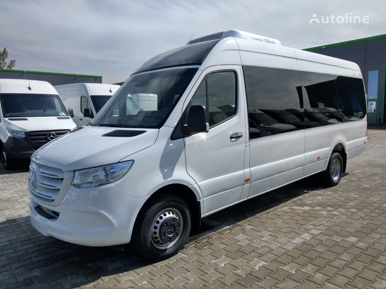 new MERCEDES-BENZ Sprinter 519 907 19+1+1 with COC! Made in Romania passenger van