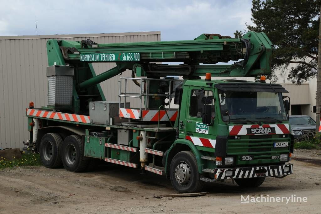 SCANIA P93HL / Isoli PTJ400S bucket truck