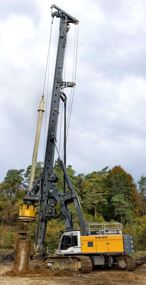 LIEBHERR LB44 drilling rig