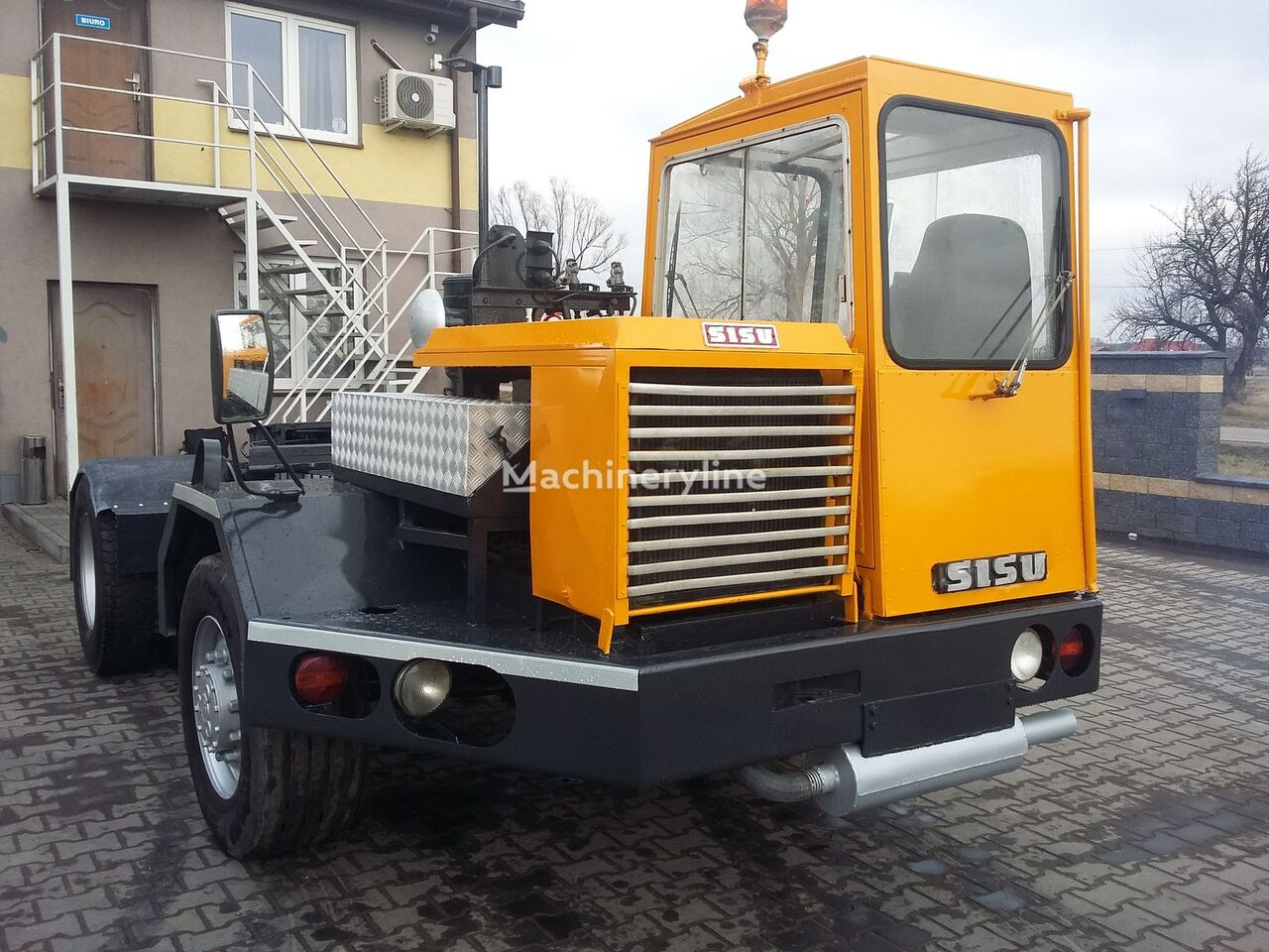 SISU 74-2-9-925 terminal tractor