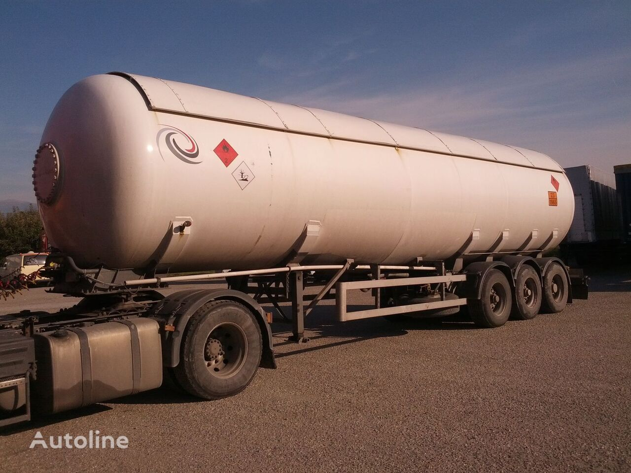 VAN HOOL gas tank trailer