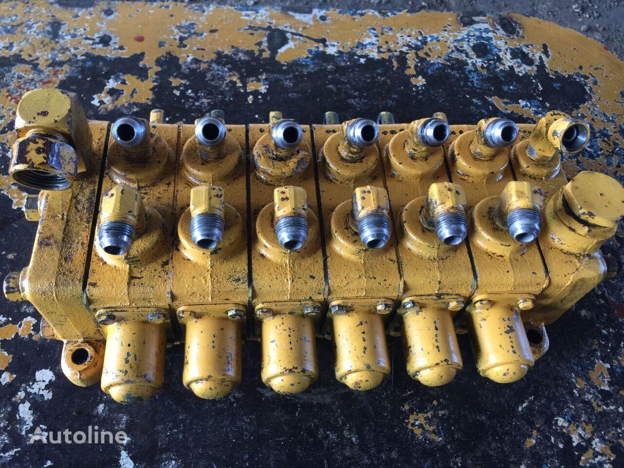 USED CHAMPION D560 D562 D565 D581 D600 D605T D640 D680 D671 D686 hydraulic distributor for CHAMPION D-560 / D-562 / D-565 / D-581 / D-600 / D-605T / D-640 / D-680 / D-671 / D-686 grader