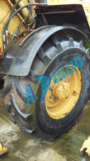 CATERPILLAR digger tyre