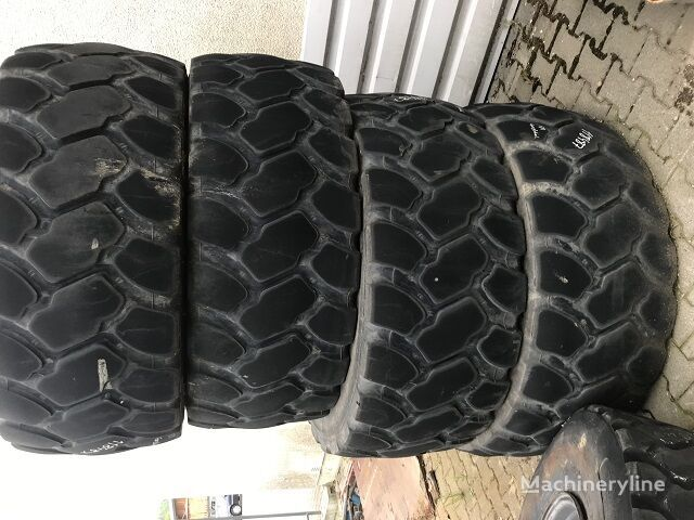 CATERPILLAR 938  Reifen wheel loader tyre